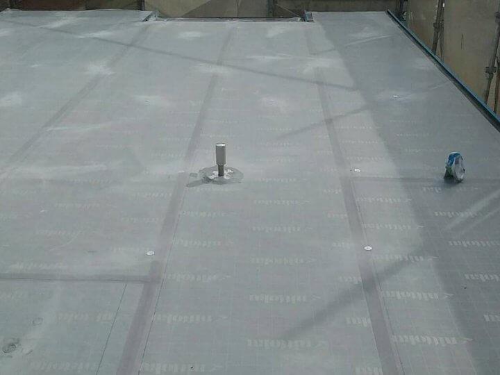 屋上の陸屋根絶縁シート貼り