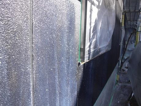 外壁の下塗り(1回目)