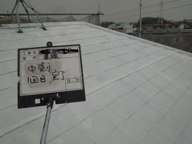 屋根塗装中塗り完了