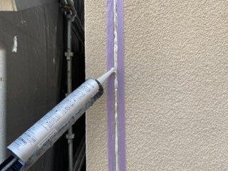 外壁サイディング目地コーキング打設状況