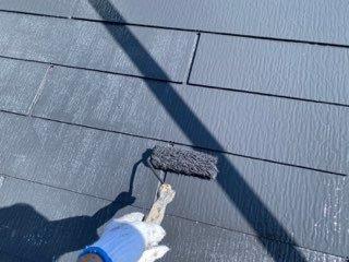 屋根カラーベスト上塗り塗装状況