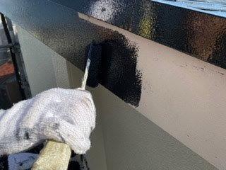 破風板上塗り一回目塗装状況