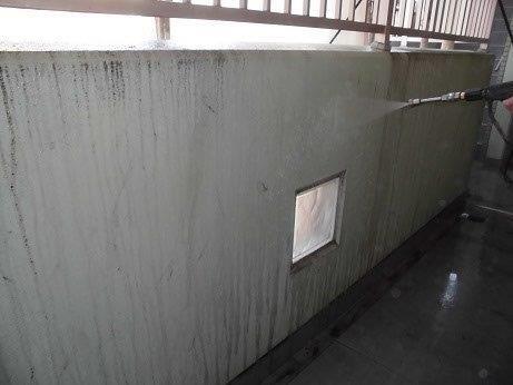 外壁モルタル高圧洗浄状況