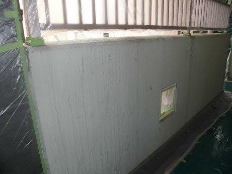 外壁モルタル下塗り一回目塗装施工後