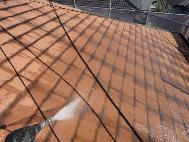 屋根塗装前の高圧洗浄状況