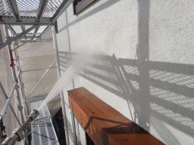 外壁サイディングの塗装前の高圧洗浄状況