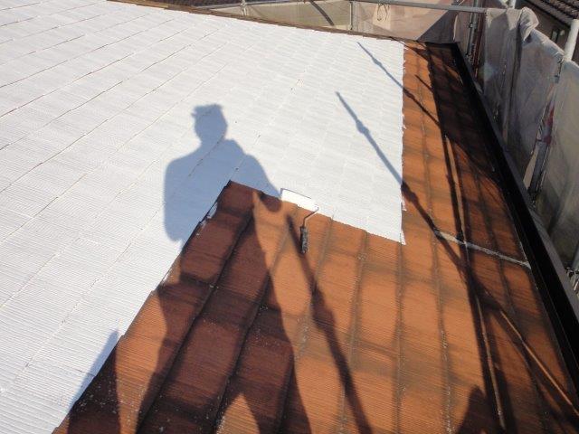 屋根塗装の下塗り一回目塗装状況