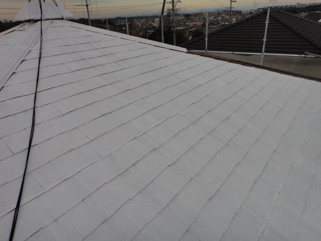 屋根塗装の下塗り一回目の塗装施工後