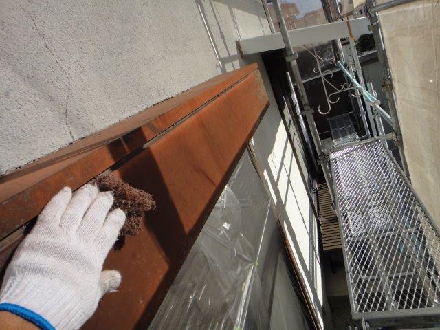 シャッターボックス塗装前の素地調整状況