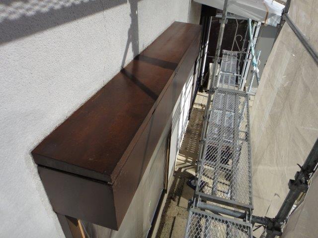 シャッターボックス塗装の下塗り塗装施工後
