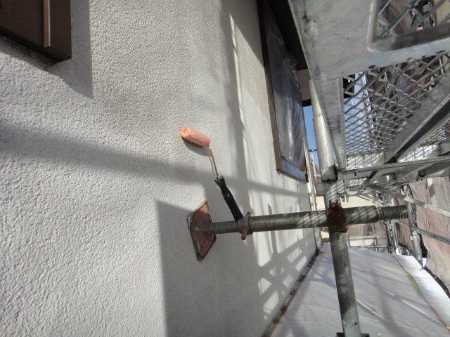 外壁サイディングの下塗り一回目塗装状況