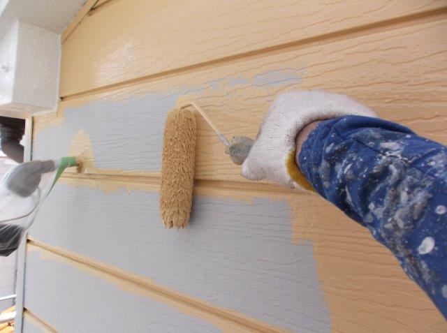 外壁サイディング中塗り塗装