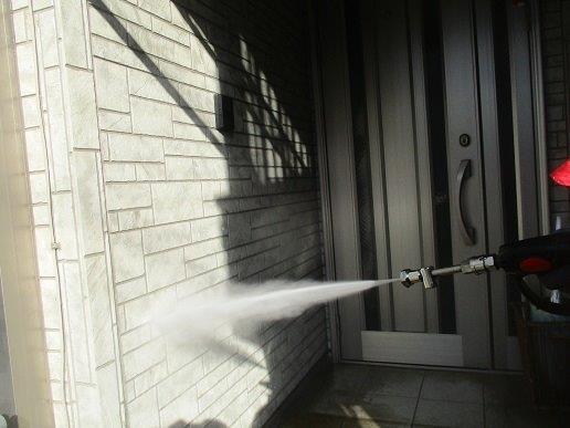 外壁サイディングの塗装前高圧洗浄状況