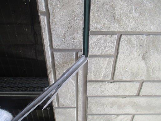 外壁サイディングの塗装前の目地のコーキング打替え既存コーキング撤去状況