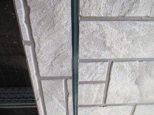 外壁サイディングの塗装前の目地のコーキング打替え既存コーキング撤去施工後