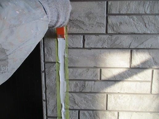 外壁サイディングの塗装前の目地のコーキング打替えコーキングならし状況