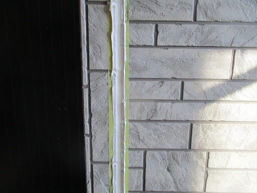 外壁サイディングの塗装前の目地のコーキング打替えコーキングならし完了
