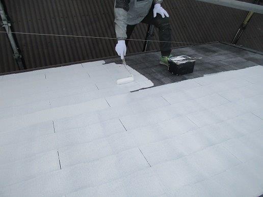 屋根中塗り塗装状況