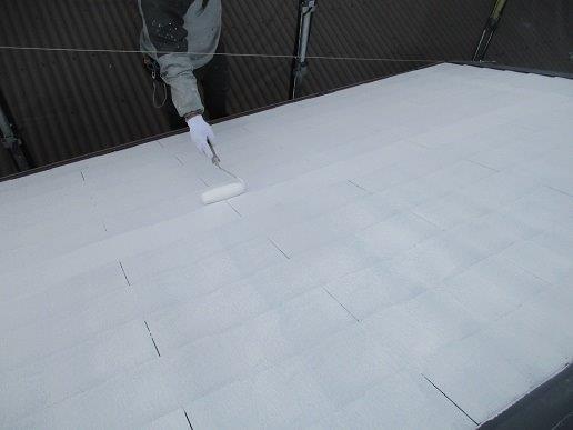 屋根中塗り二回目塗装状況