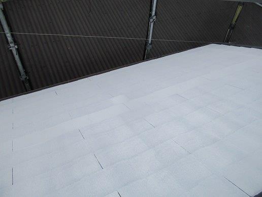 屋根中塗り二回目塗装完了