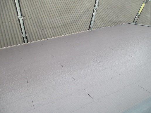 屋根上塗り一回目塗装完了