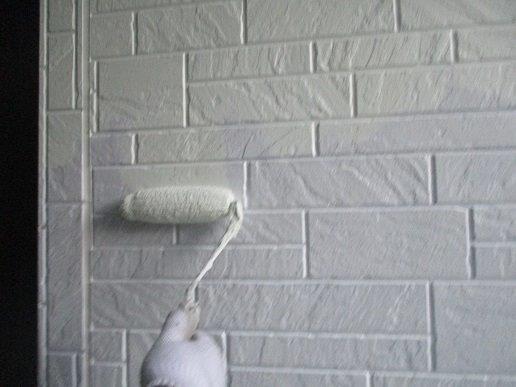 外壁サイディング中塗り塗装状況
