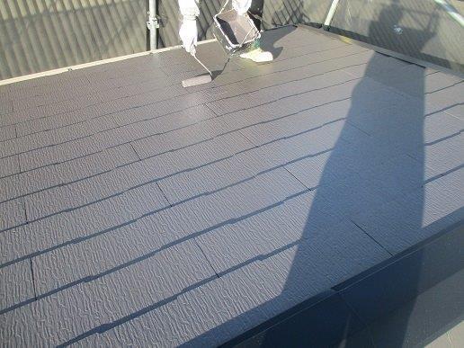 屋根上塗り二回目塗装状況
