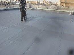 屋上防水防水材二回目塗装状況