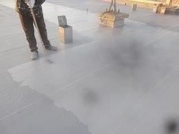 屋上防水トップコート塗装状況
