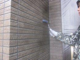 外壁タイル調サイデイングクリアー一回目塗装状況