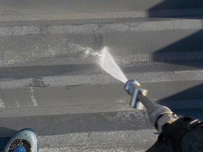 屋根高圧洗浄状況