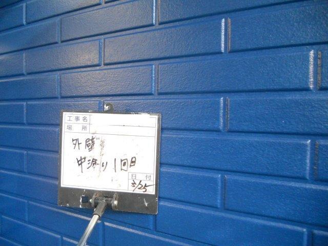 外壁サイディング塗装中塗り塗装完了