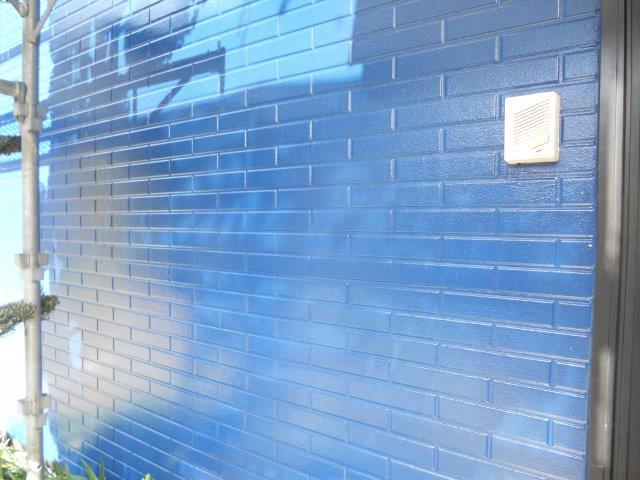 外壁サイディング塗装上塗り塗装完了