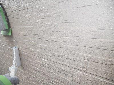 外壁サイディング下塗り一層目塗装状況