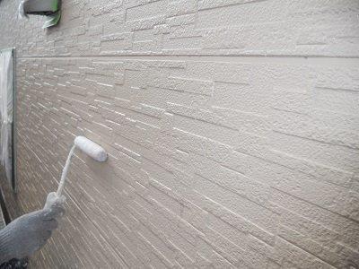 外壁サイディング下塗り二層目塗装状況