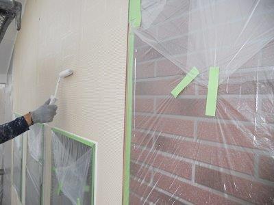外壁サイデイング塗装下塗り二層目塗装状況