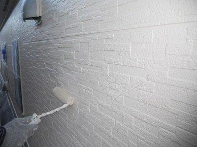 外壁サイディング上塗り二層目塗装状況