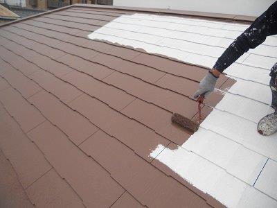 屋根塗装上塗り一層目目塗装状況