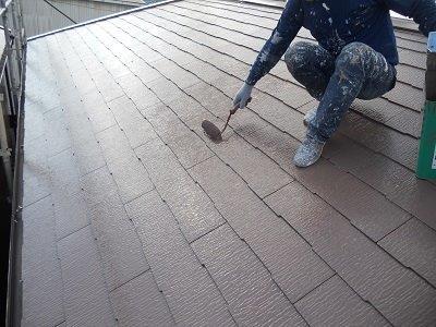 屋根塗装上塗り二層目塗装状況