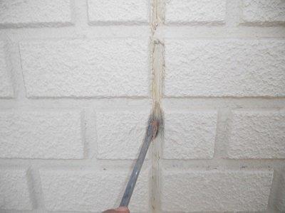 外壁ALC目地コーキング補修プライマー塗布状況