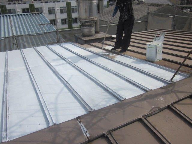 刷版屋根錆止め塗装状況