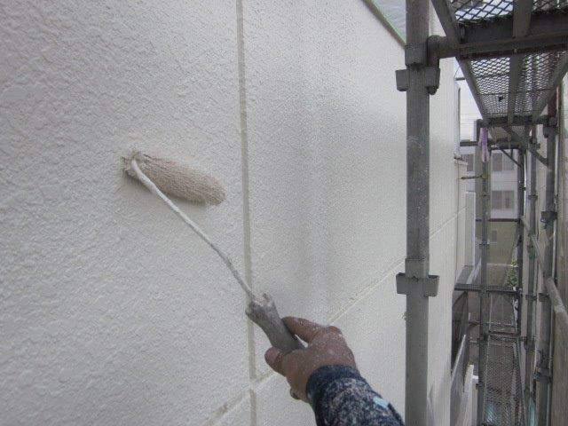 外壁ALC塗装上塗り一層目塗装状況