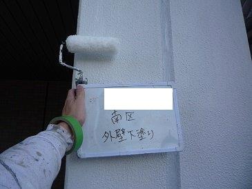 外壁モルタル面下塗り塗装状況