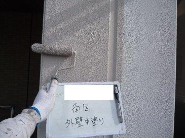 外壁モルタル面中塗り塗装状況