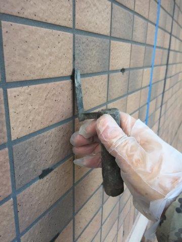外壁タイル面注入後穴埋め補修状況