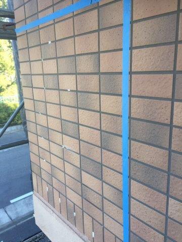 外壁タイル面注入穴あけ完了
