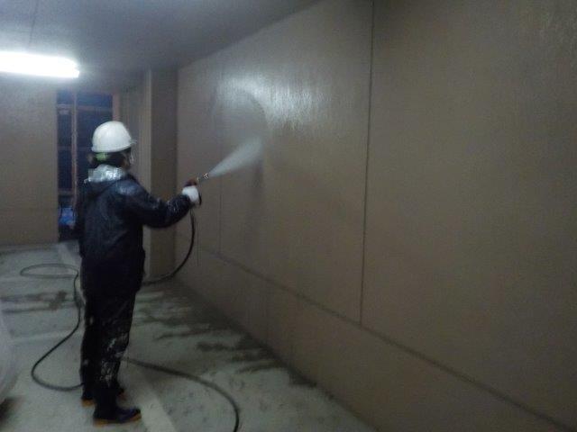 外壁モルタル面高圧洗浄状況