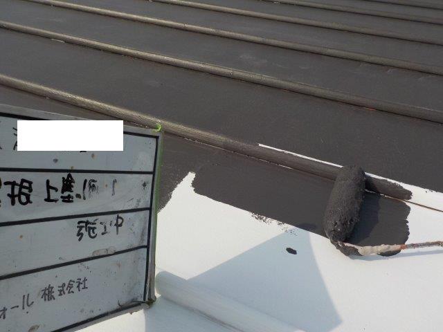 瓦棒板金屋根遮熱塗料一層目塗装状況