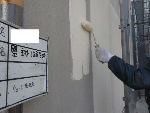 外壁サイデイング断熱塗料一層目塗装状況