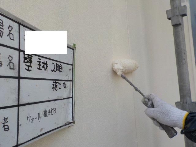 外壁サイデイング断熱塗料二層目塗装状況